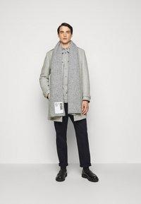 DRYKORN - SKOPJE - Krátký kabát - light grey - 1