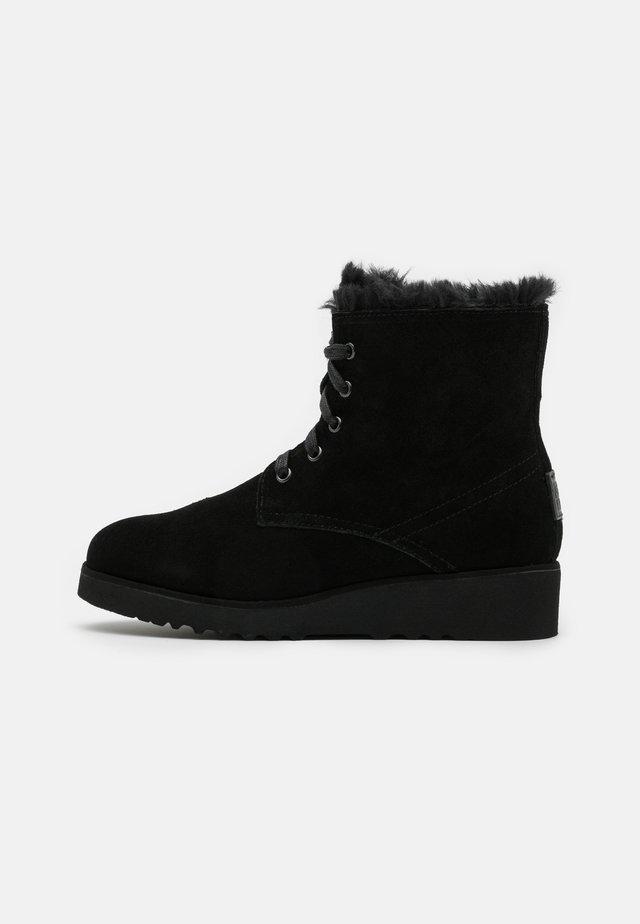 CRAIG - Kotníkové boty na klínu - black