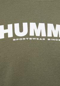 Hummel - LEGACY - Langærmede T-shirts - beetle - 2