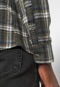 Only & Sons - ONSBOBBY WASHED CHECK - Skjorta - deep depths - 4