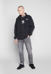 adidas Originals - ADICOLOR PREMIUM SHORT SLEEVE TEE - T-shirt imprimé - black - 1