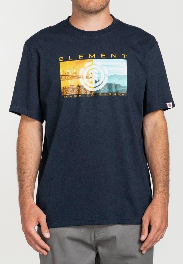 SENTINEL  - T-shirt con stampa - eclipse navy