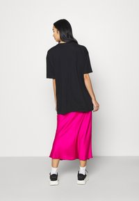 Missguided - SHOOTING HOOPS GRAPHIC TEE - Print T-shirt - black - 2