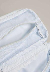 OYSHO - SQUARE WAFFLE - Wash bag - blue - 5