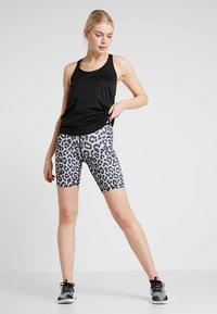 Nike Performance - SHORT - Collant - white/black - 1