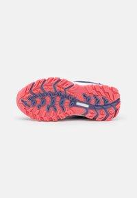 TrollKids - KIDS RONDANE LOW UNISEX - Hiking shoes - dark purple/coral rose - 4