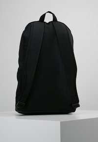 adidas Performance - ESSENTIALS LINEAR SPORT BACKPACK - Batoh - black/black/white - 2