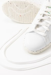 adidas Originals - STAN SMITH PRIMEGREEN VEGAN - Baskets basses - footwear white/offwhite/green - 8