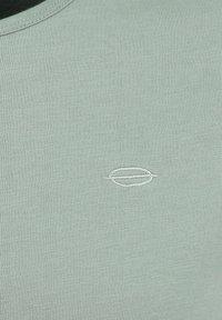 Key Largo - SUGAR  - Basic T-shirt - faded moss - 2