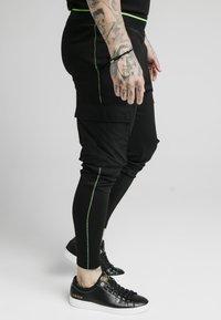 SIKSILK - ADAPT CRUSHED PANT - Cargo trousers - black - 4