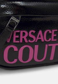 Versace Jeans Couture - BELT BAG - Ledvinka - black - 3