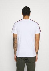 Ellesse - CARCANO - T-shirt imprimé - white - 2