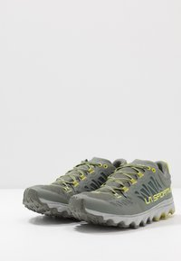 La Sportiva - HELIOS III - Trail running shoes - clay/citrus - 2