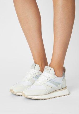Sneakersy niskie - off white/light blue