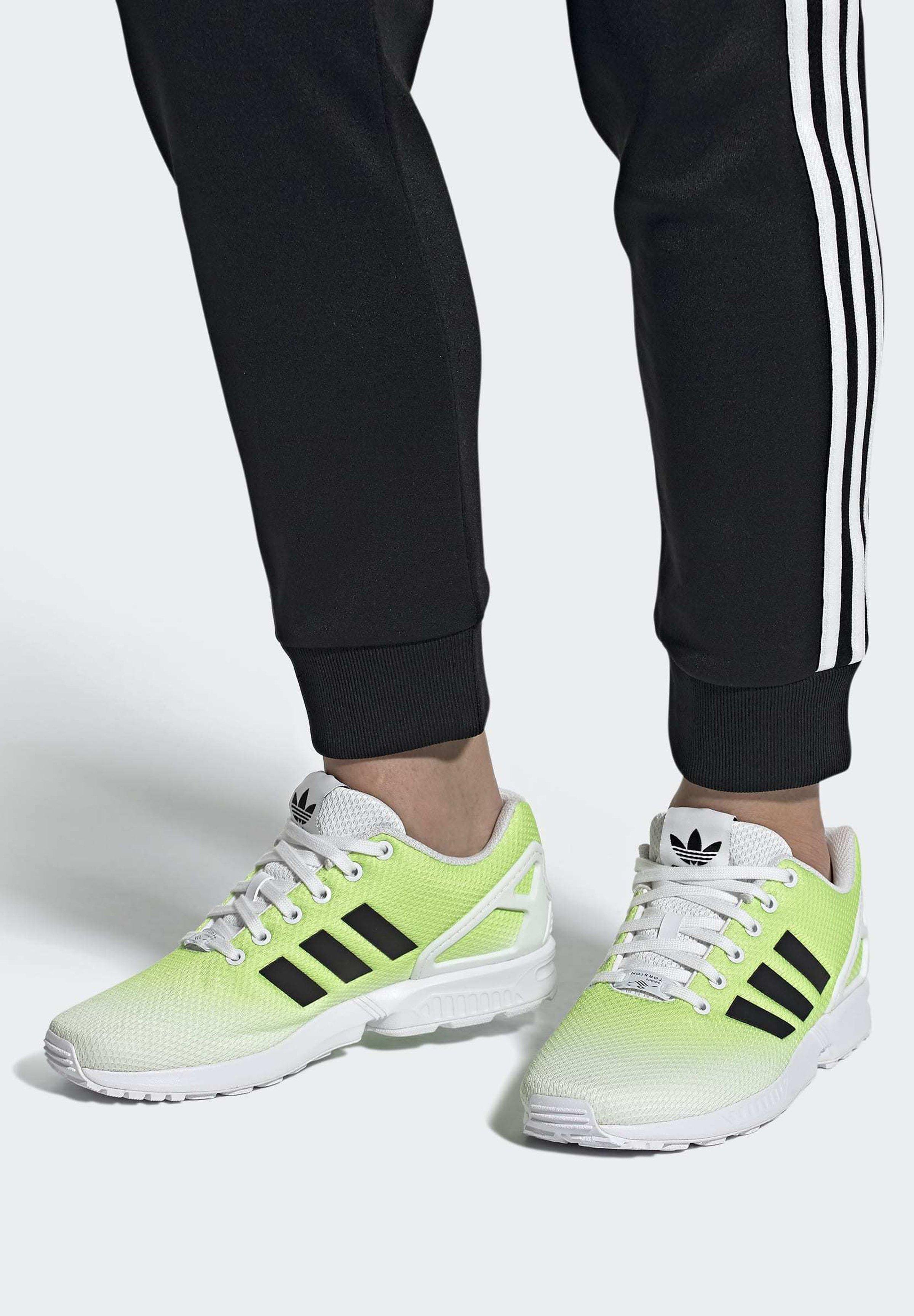 adidas Originals ZX FLUX SHOES - Baskets basses - white/blanc ...