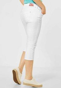 Street One - CASUAL FIT IN 3/4 - Denim shorts - weiß - 2