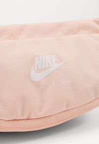 Nike Sportswear - HERITAGE HIP PACK - Bum bag - washed coral/white - 6