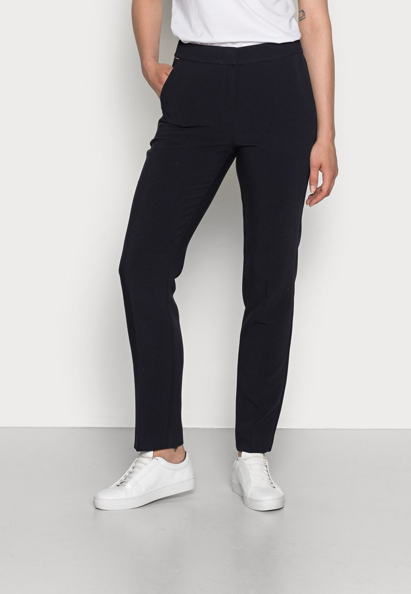 Tommy Hilfiger - CORE SUITING PANT - Trousers - desert sky