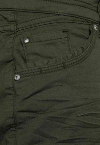 Cecil - SLIM FIT - Shorts - grün - 1