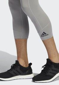 adidas Performance - TURF 3/4TIGHT TRAINING WORKOUT TECH-FIT AEROREADY PRIMEGREEN TECHFIT CAPRI 3/4 LEGGINGS COMPRESSION - Leggings - grey - 4