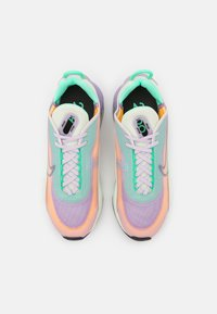 Nike Sportswear - AIR MAX 2090 - Joggesko - infinite lilac/dark smoke grey/sea glass/laser orange/green glow/barely rose - 4