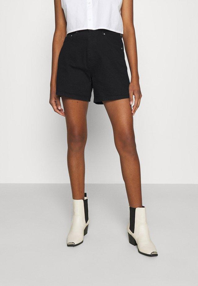 DAGNY MOM - Shorts di jeans - black
