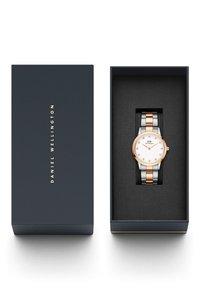Daniel Wellington - Iconic Link Lumine – 32mm - Watch - rose gold - 4