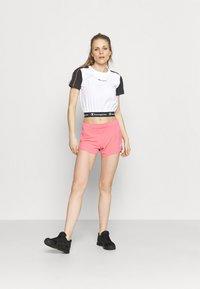 Champion - Print T-shirt - white - 1