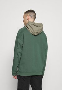 adidas Originals - UTILITY HOODY - Sweatshirt - green oxide/clay - 2