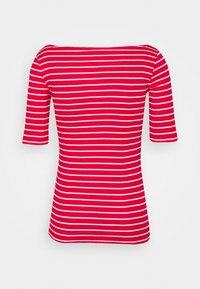 Gap Tall - BOATNECK - Print T-shirt - red/white - 1