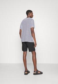 NN07 - CROWN - Shorts - black - 2