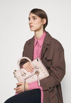CARINE SATCHELPEBBLE - Sac à main - soft pink