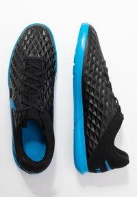 Nike Performance - TIEMPO LEGEND 8 CLUB IC - Indoor football boots - black/blue hero - 1