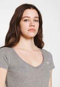 Hollister Co. - 3 PACK - Print T-shirt - white/mellow yellow/b25 - 6