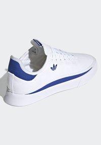 adidas Originals - SABALO - Chaussures de skate - white - 4