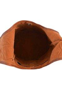 Gusti Leder - Olkalaukku - brown - 3