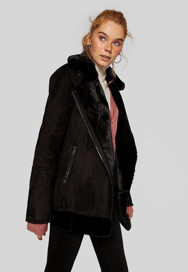 Stradivarius - Zimní kabát - black