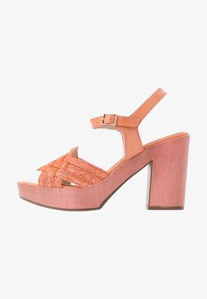 Sandály na vysokém podpatku - salmon