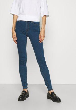 VMJUDY TALL - Jeans Skinny Fit - medium blue denim