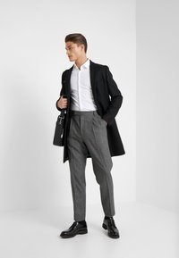 Paul Smith - GENTS FORMAL PLEATED TROUSER - Kostymbyxor - grey - 1