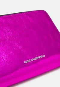 KARL LAGERFELD - IKONIK 3D PIN FOLD - Peněženka - pink - 3