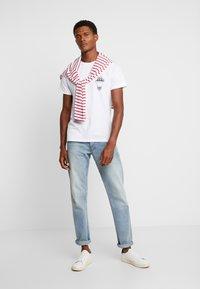 Pier One - T-shirt z nadrukiem - white - 1