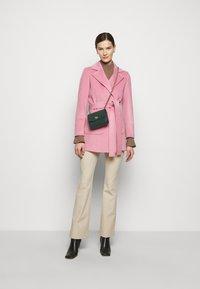 MAX&Co. - SRUN - Krátký kabát - pink - 1