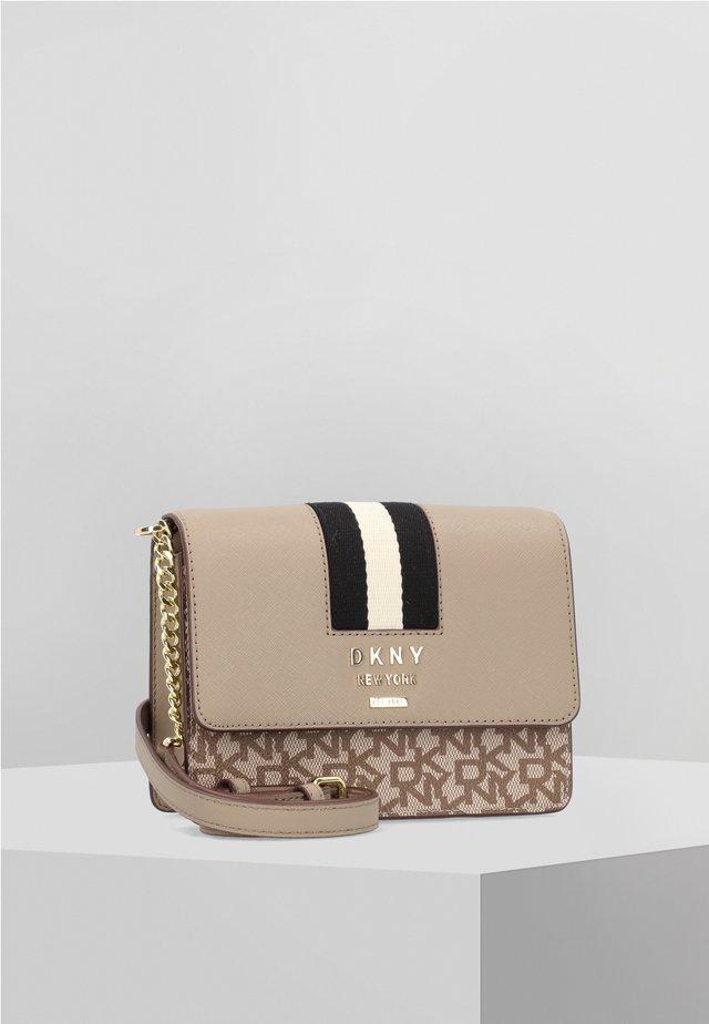 LIZA  - Across body bag - brown