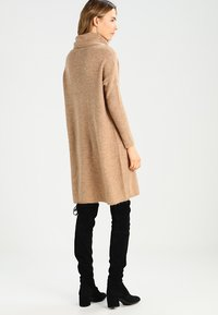 ONLY - ONLJANA COWLNECK DRESS  - Abito in maglia - indian tan - 2