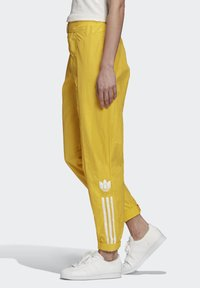 adidas Originals - PAOLINA RUSSO - Teplákové kalhoty - active gold - 3