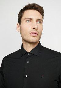 Tommy Hilfiger Tailored - CLASSIC SLIM  - Formal shirt - black - 4