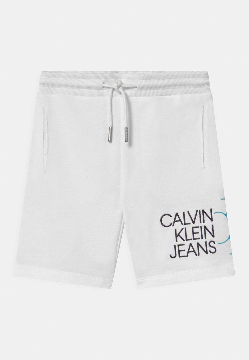 Calvin Klein Jeans - HYBRID LOGO - Shorts - white