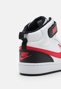 Nike Sportswear - COURT BOROUGH MID UNISEX - Korkeavartiset tennarit - white/universe red/black - 5