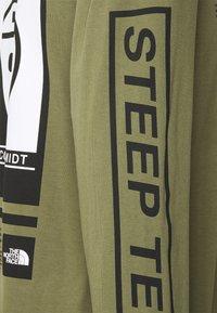 The North Face - STEEP TECH TEE UNISEX - Camiseta de manga larga - burnt olive green - 6